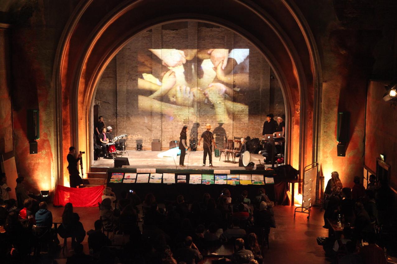 """""""Zusammen ohne Grenzen"""" eröffnet das Re:Fugee: ca x ILL(LEGAL) Festival in Berlin"""